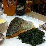 saumon et épinards frais, beurre blanc et gueuze