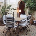 Le patio du Riad et la table pour le déjeuner