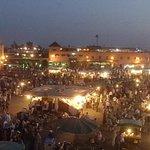 La place Dja El Fnah à 5 minutes à pied du Riad