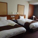 Kamar hotel dengan twin bed