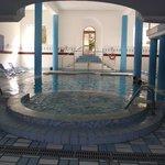 jacuzzi et piscine intérieure chauffée