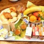 La prima colazione servita in camera