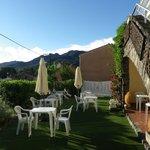 terrasse où l'on savoure le petit-déjeuner au soleil