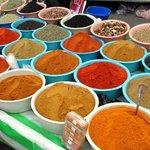 Mercato delle spezie a Midoun