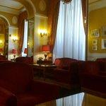Salottini nella hall dell'Hotel Bettoja D'azeglio