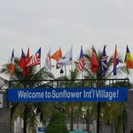 Photo de Sunflower International Village