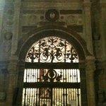 Reja y portada de Capilla Renacentista