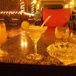 en la terraza del bar