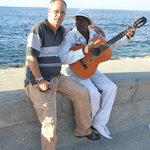 Cantando en el Malecon