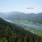 Unsere Häuser liegen auf der ruhigen Südseite am Westteil des Weissensees mitten in der Natur.