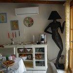 Interno soggiorno: notare la lampada da terra: uno spettacolo