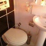 Ванная комната в номере со слонаной кнопкой