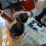cin cin con buonissimo vino rosso