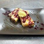 Ogni settimana un nuovo dessert fatto da noi! Budino di frutta in pan brioche e salse.