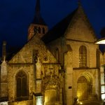 église Sainte Croix face à l'hôtel