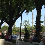 Вид из ресторана отеля на Голубую мечеть