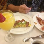 Sunday Brunch, Omelet with bacon and guacamole. Bacon was cold.