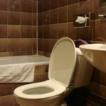 salle de bain étroite