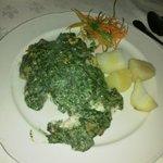 Corvina con salsa de espinacas