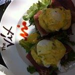 Eggs Bennie at The Vix