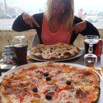 trèsbonnes pizzas! et imposantes!