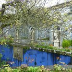 Garden, statues and azulejos