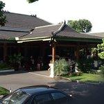 Hotel Kusuma Sahid Prince Tampak Depan
