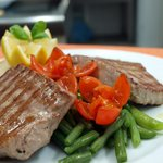 Tuna steak with green beans and cherry tomatoes