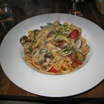 Big portion of linguini alle vongole (with tomatoes)