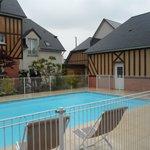 la piscina e il centro massaggi