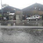 Vista general del Mercado del Valle de Anton un Lunes lluvioso