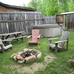 12 Gates hot tub/fire pit/picnic table