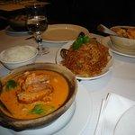 Canard au curry rouge et nouilles