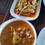 Massaman curry & chicken with cashew nuts