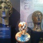 Ensemble art de l'Antiquité (Sculptures) et art contemporain (Damien Hirst)