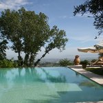 La maravillosa piscina de Villa Cicolina