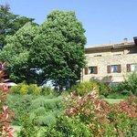 la struttura fotografata dal giardino