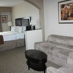 Beaufort Holiday Inn Sitting area and King bed