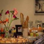 fleurs et pain on the counter