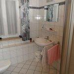 2. Toilette mit Dusche