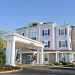 Welcome to the Holiday Inn Express & Suites Amherst-Hadley