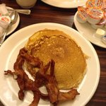 Large pancakes and bacon