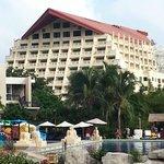 Вид на отель с тыльной стороны