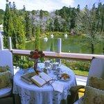 Café da manhã com vista para o Lago Negro