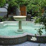 la fontaine au centre du riad
