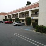 lots of parking, easy access to rooms