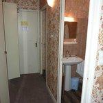 Chambre avec grand placard et WC séparé de la S de B