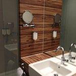 Modernes Badezimmer.