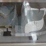 Pedaço do avião encontrado nos escombros