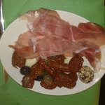 Free platter of Sundried tomatoes, prosciutto, cheeslet and olives